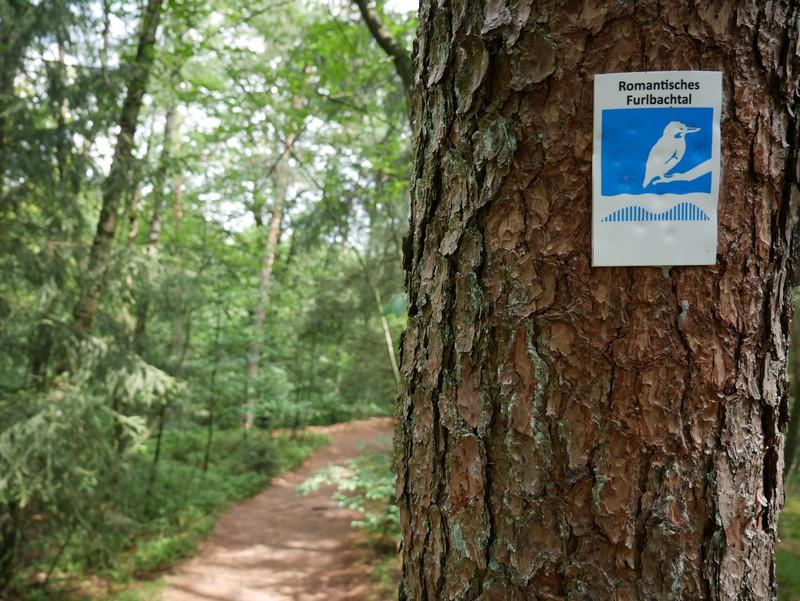 """Die alten A3-Markierungen sind verschwunden, jetzt heißt der Weg """"Romantisches Furlbachtal"""" und ist durchgängig gut ausgeschildert."""