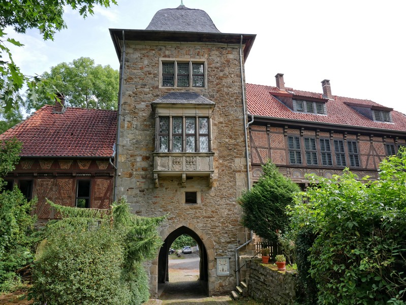 Gleich zu Beginn begegnen wir auf der Drei-Burgen-Route der Schaumburg.