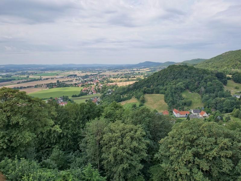 Von hier bietet sich uns ein spektakuläres Panorama mit Blick bis hin zum Wiehengebirge.