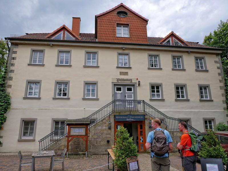Für eine Burg etwas schlicht, für ein Forsthaus deutlich überambitioniert: die Paschenburg.