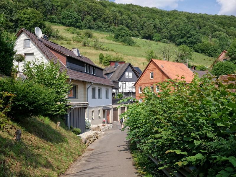 Durch die hübschen Ausläufer Schaumburgs treten wir den Rückweg auf der Drei-Burgen-Route an.