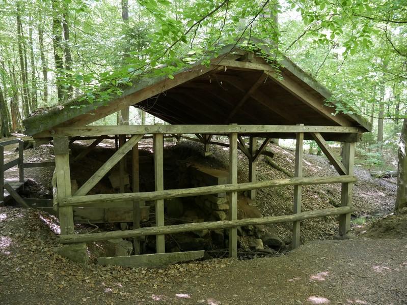 Die Velmerstot-Route führt uns unter anderem vorbei an den Überresten einer ehemaligen Schleifmühle.