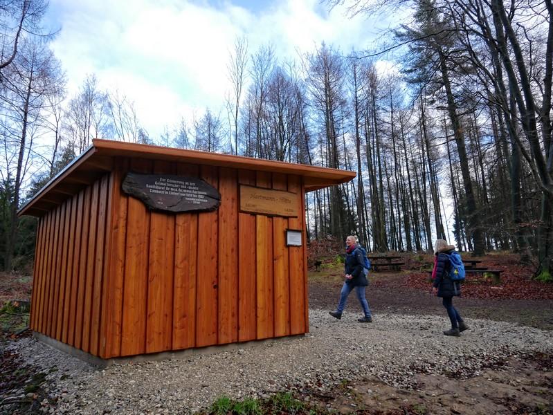 Wenn wir das Gros der Höhenmeter geschafft haben, lädt uns die neue Hartmannhütte zu einem Picknick ein.