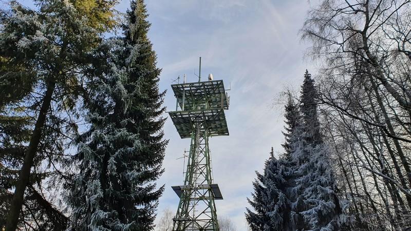 Dann liegt der Fernsehturm an unserem Weg.