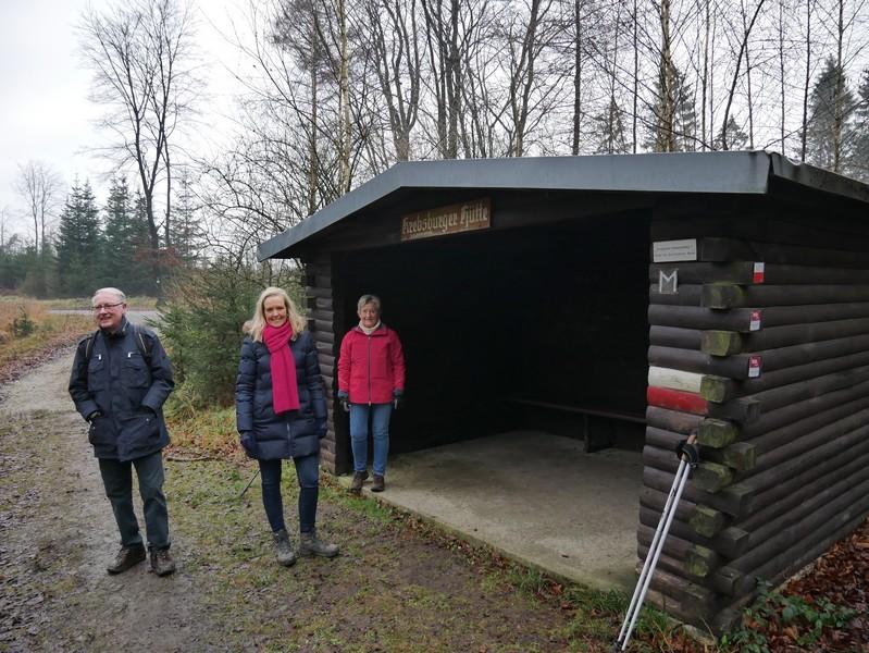 Die Krebsburger Hütte erinnert uns auch daran, zu welchem herrschaftlichen Sitz dieses Waldgebiet gehört, durch das uns der TERRA.track Teufelssteine heute führt.