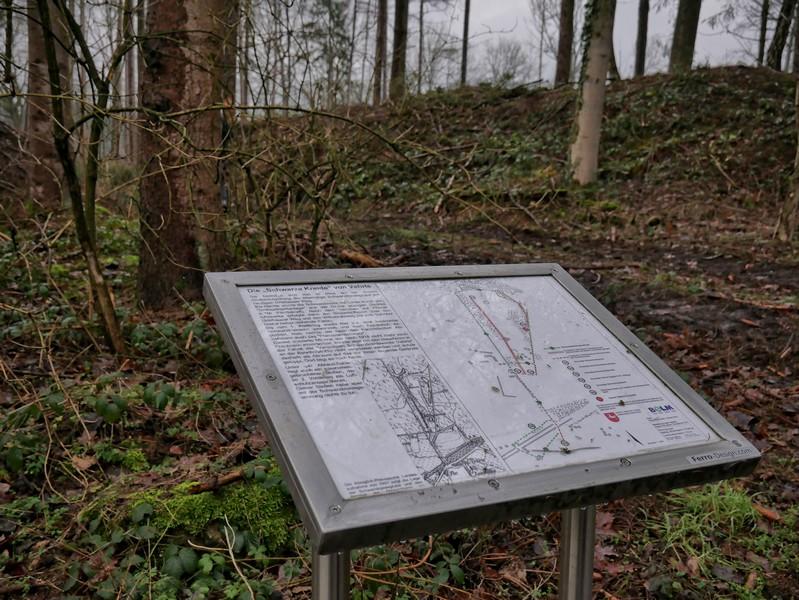 Mehrere Infotafeln geben uns Aufschluss über die Bergbaugeschichte entlang unseres Weges.
