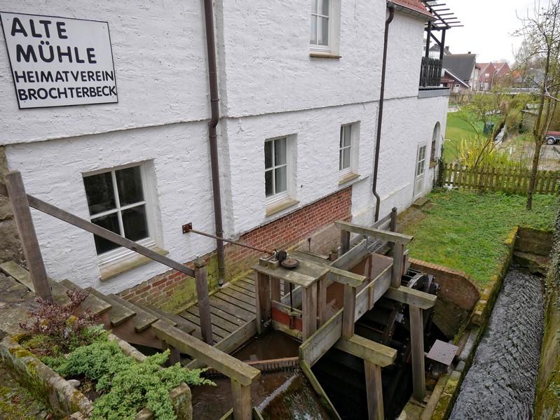 Bevor wir unsere Tour auf dem Fledermauspfad Brochterbeck starten, werfen wir auch noch flugs einen Blick auf die Alte Mühle direkt nebenan.