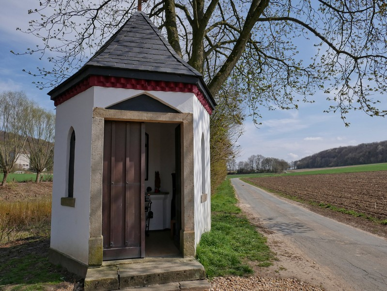 Die kleine Kapelle markiert schon fast den Abschluss auf unserer Wanderung auf dem Fledermauspfad Brochterbeck. Den kleinen Ort haben wir nun schon fast wieder erreicht.